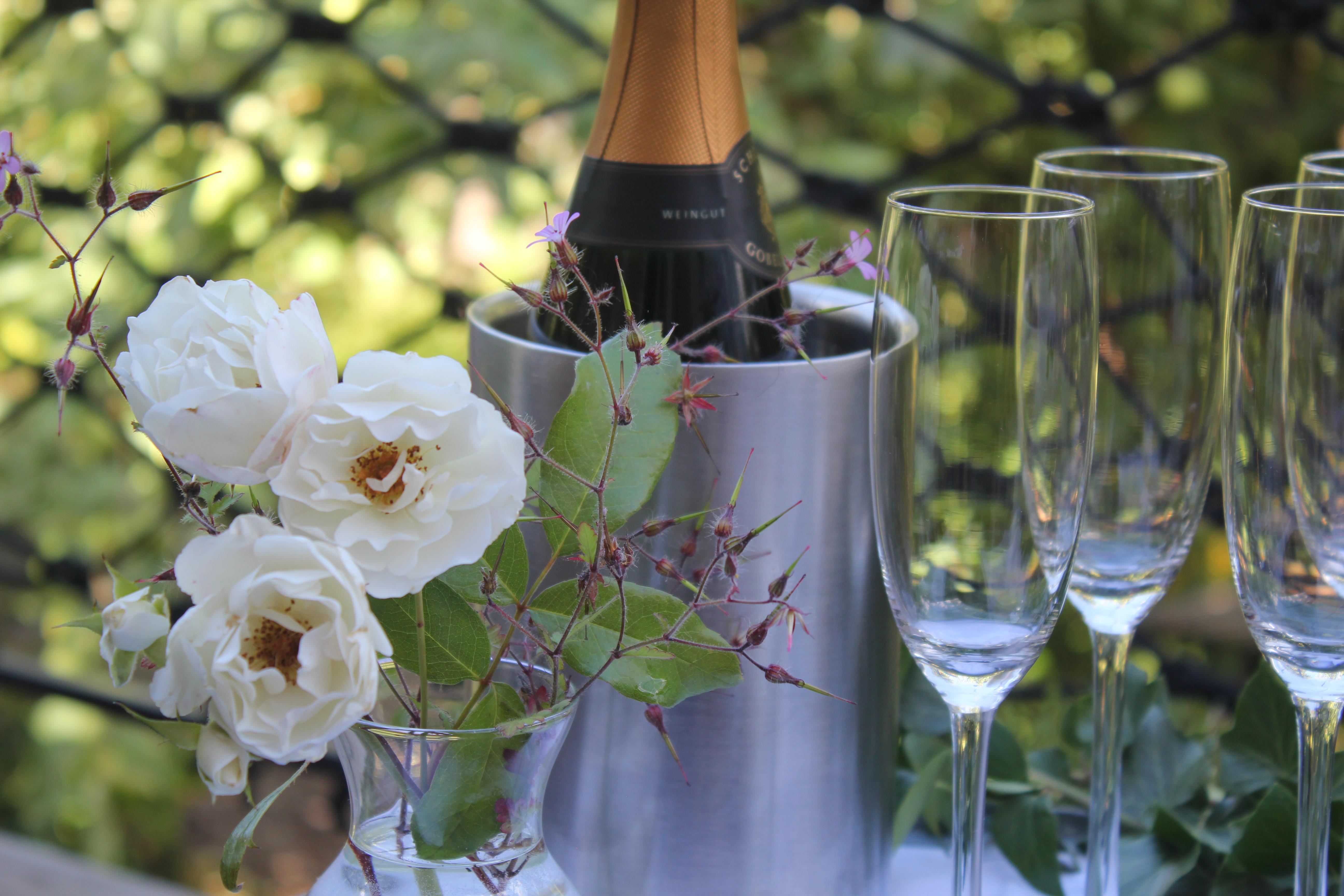 Ein Glas Cremant zur Begrüßung der Gäste für den SupperClub@Dreesch7 steht bereit.