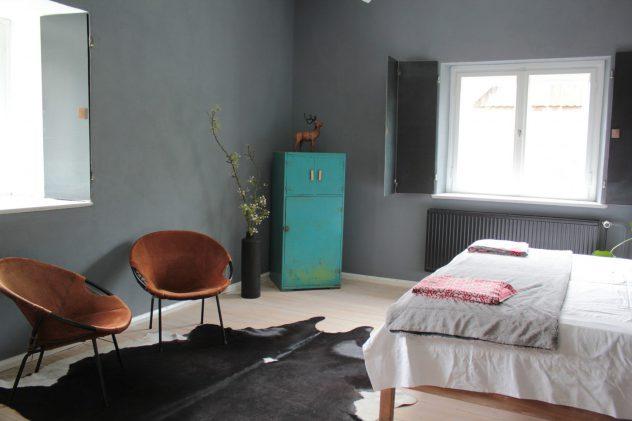 Schlafzimmer Ferienwohnung Dreesch7 mit Vintagesesseln