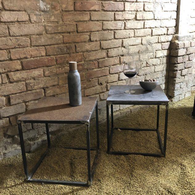 Möbel aus Stahl und Beton